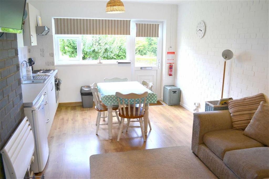 2 Bedrooms Flat for sale in Traethgwyn, New Quay, Ceredigion