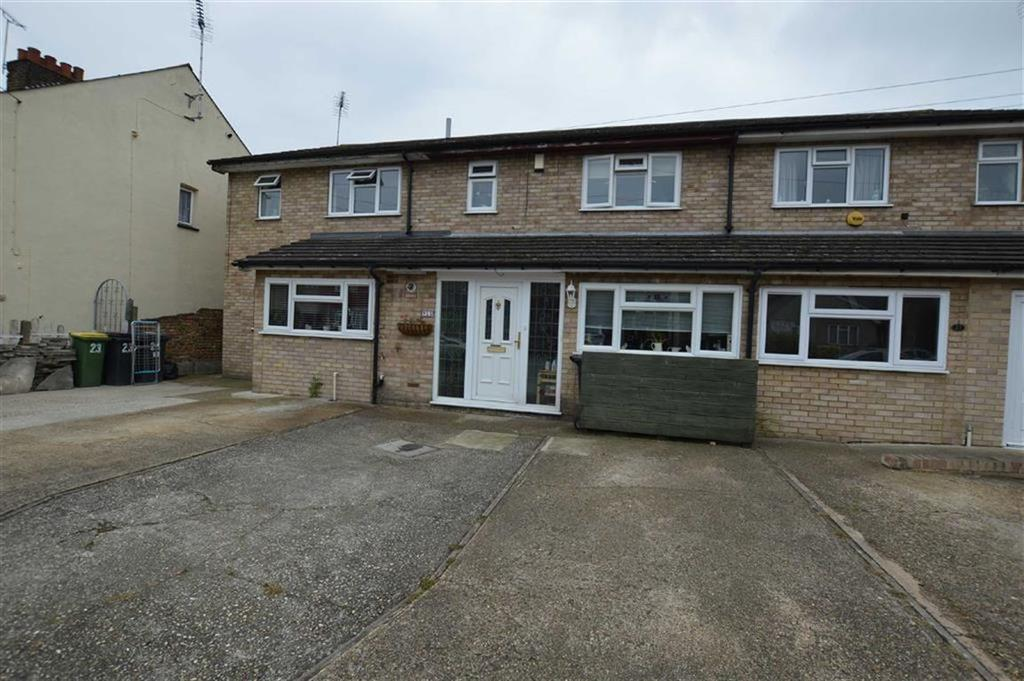 3 Bedrooms Terraced House for sale in Warwick Drive, Rochford, Essex