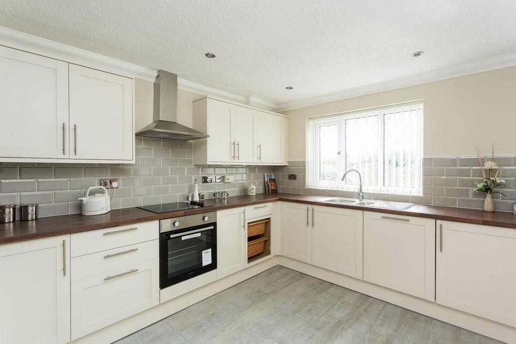 4 Bedrooms Detached House for sale in Chestnut Close, North Duffield, Selby