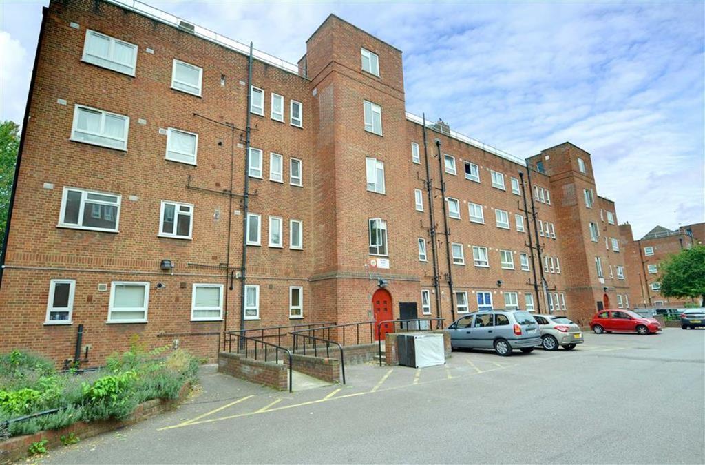 3 Bedrooms Flat for sale in Brangbourne Road, Bromley, Kent