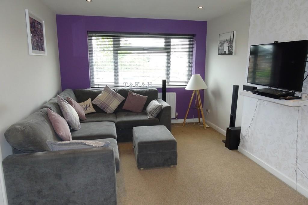 2 Bedrooms Maisonette Flat for sale in Mornington Road, Ashford, TW15