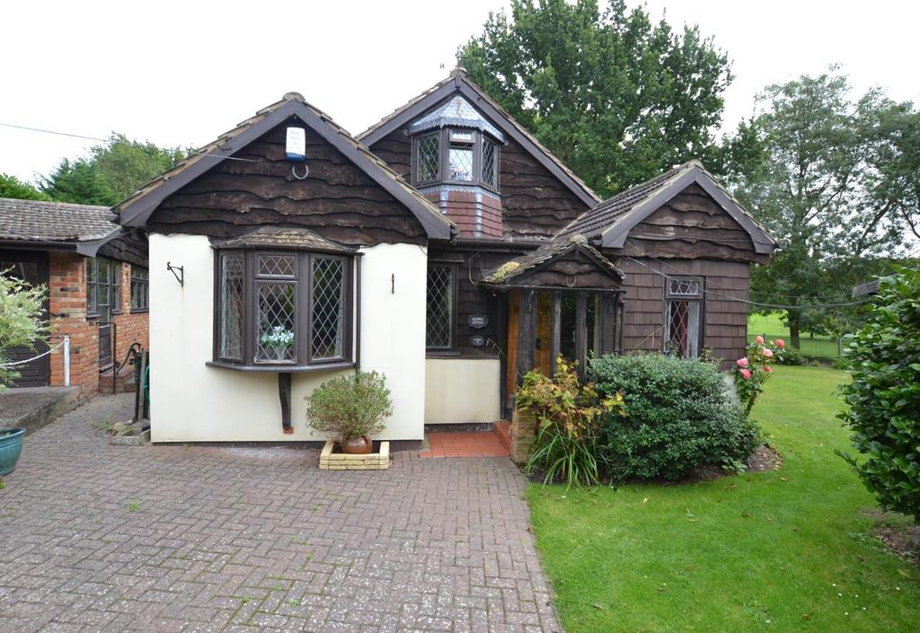 2 Bedrooms Chalet House for sale in The Copse, Billericay, Essex, CM12