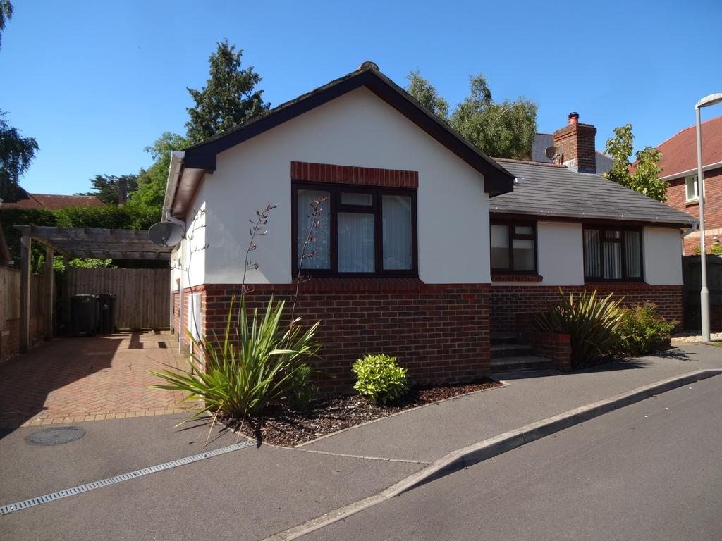 2 Bedrooms Detached Bungalow for sale in Buttercup Lane, Blandford Forum DT11