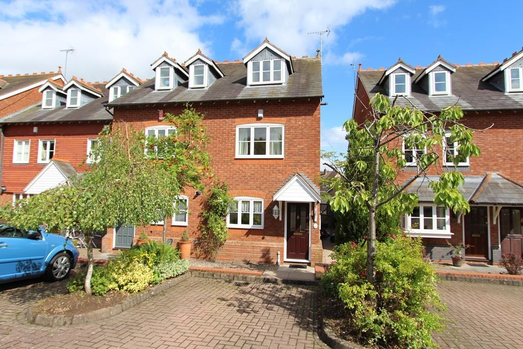 3 Bedrooms Terraced House for sale in Victoria Mews, Barnt Green, Birmingham