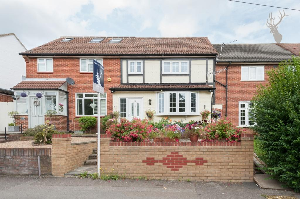4 Bedrooms Terraced House for sale in Burney Drive, Loughton, IG10