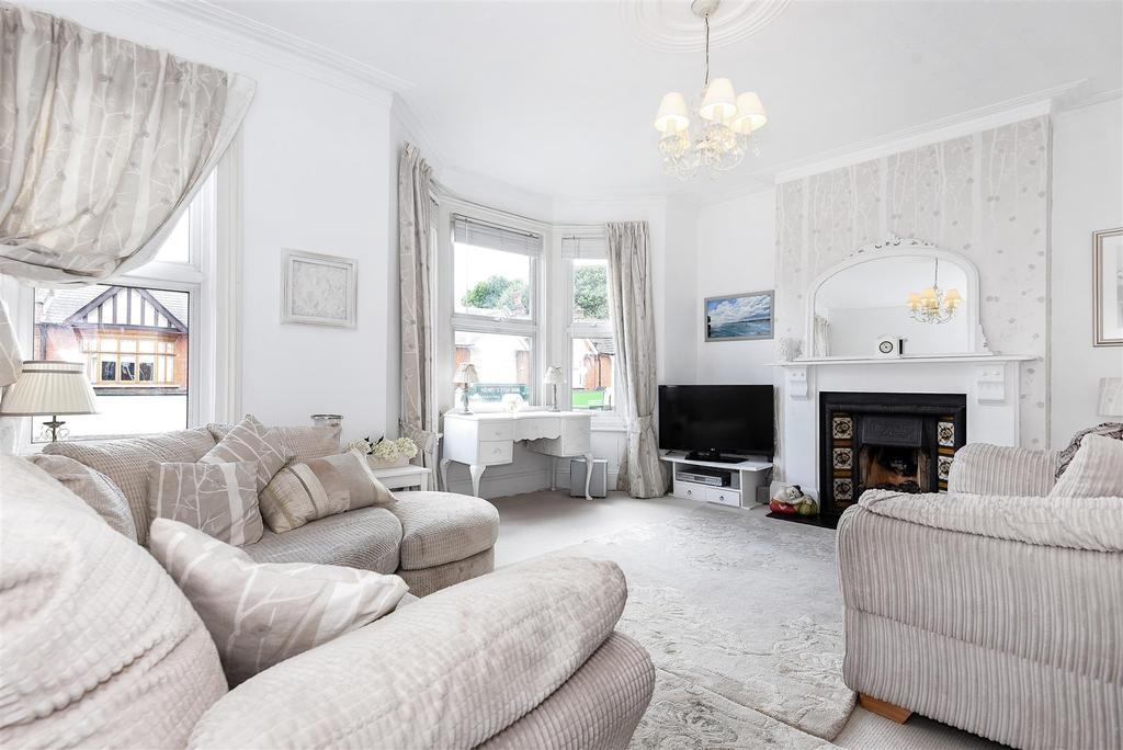 3 Bedrooms Flat for sale in Upper Richmond Road West, London