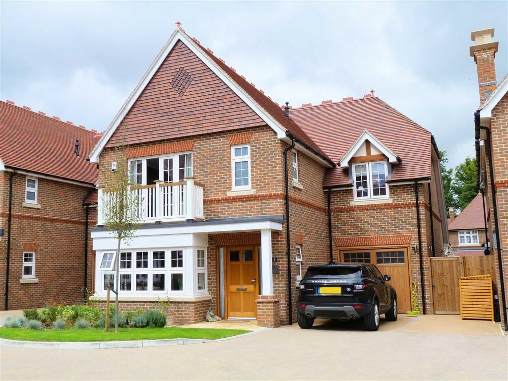 4 Bedrooms Detached House for sale in Chatt Court, Welwyn Village