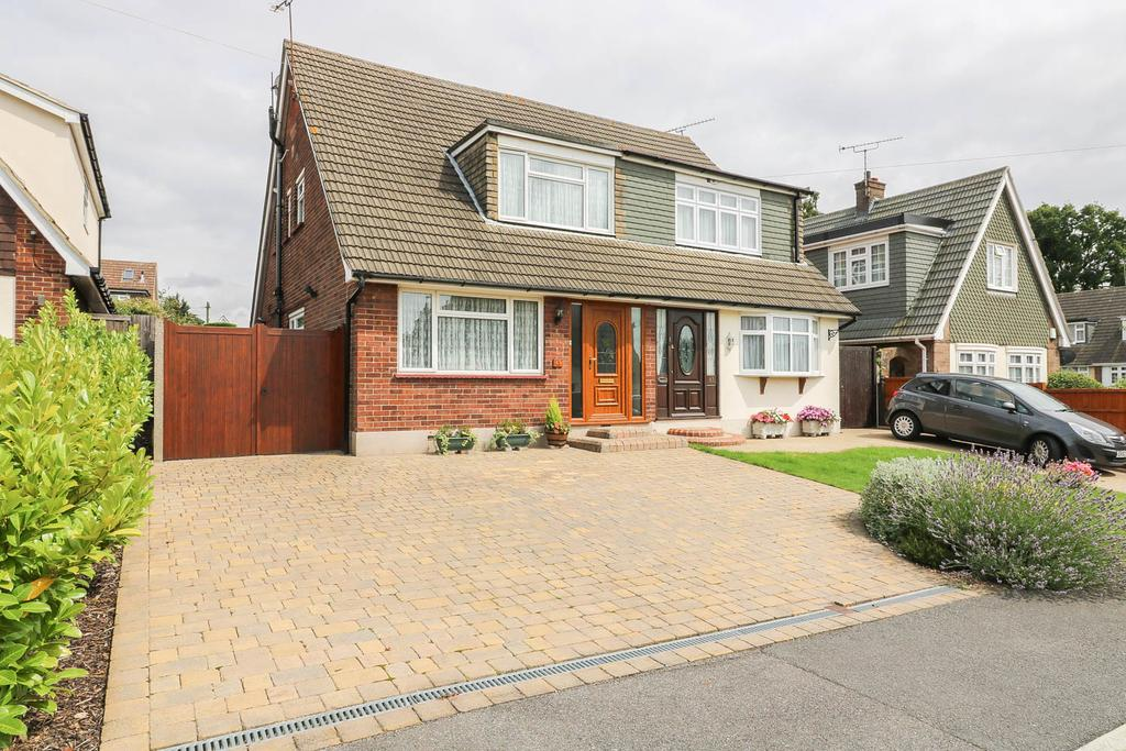 2 Bedrooms Semi Detached House for sale in Tyelands, Billericay CM12