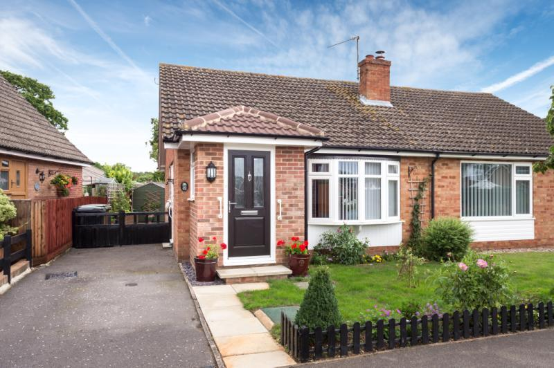 2 Bedrooms Semi Detached Bungalow for sale in Hillview Road, Abingdon