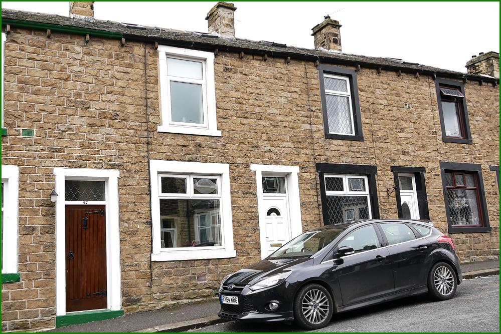2 Bedrooms Terraced House for sale in 25 Lincoln Road, Earby BB18 6QE
