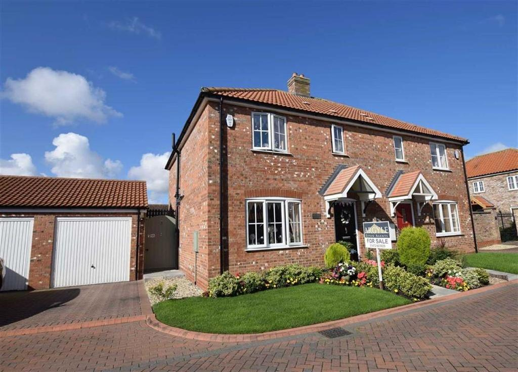 3 Bedrooms Semi Detached House for sale in Cotswold Close, Cleethorpes, North East Lincolnshire