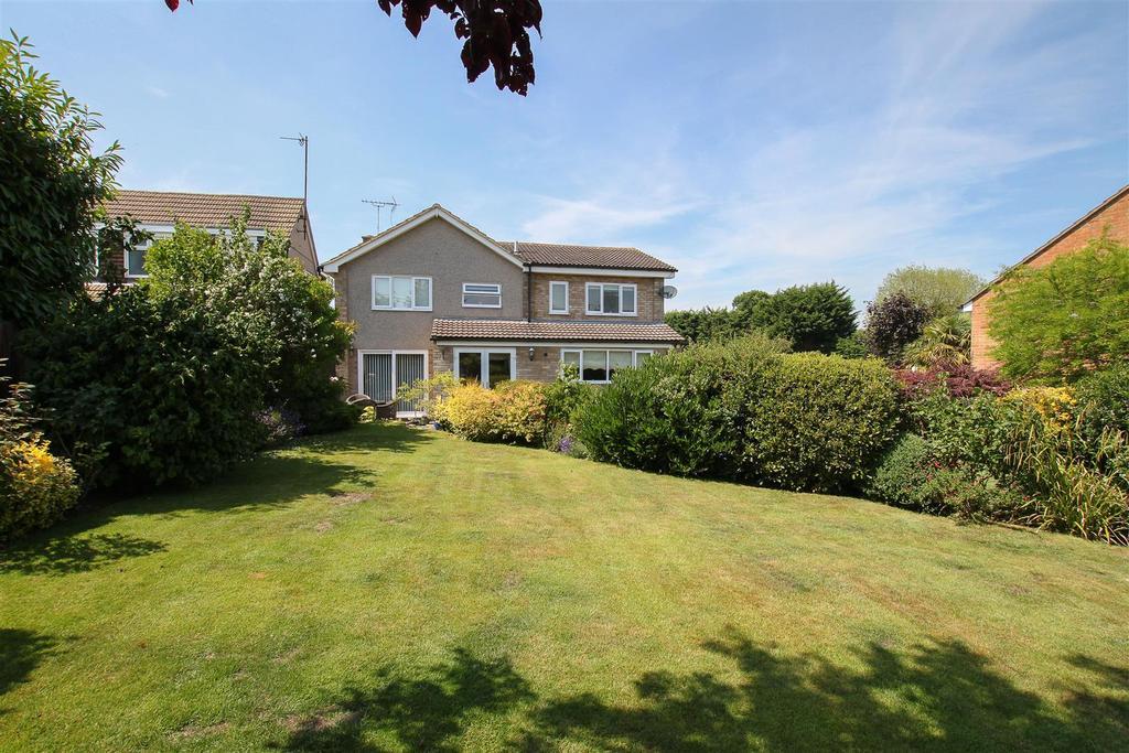 4 Bedrooms Detached House for sale in Doddinghurst