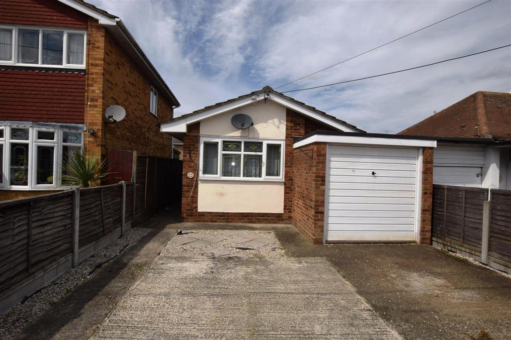 1 Bedroom Detached Bungalow for sale in Berkeley Lane, Canvey Island