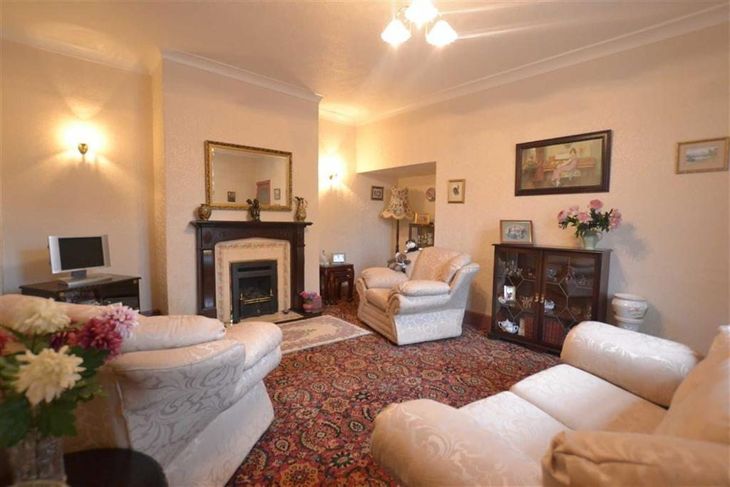3 Bedrooms End Of Terrace House for sale in Burton Street, Rishton, BB1