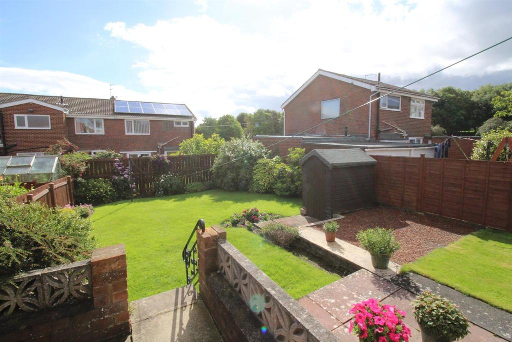 2 Bedrooms Semi Detached Bungalow for sale in Selsey Court, Gateshead