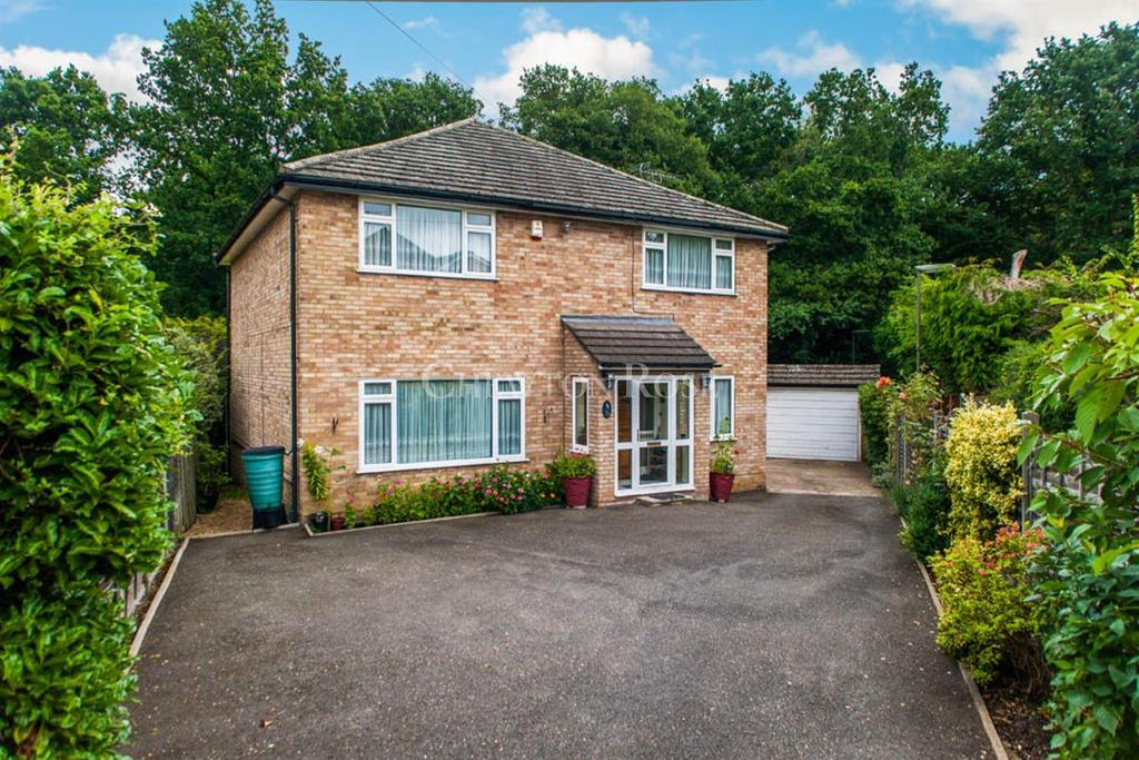 3 Bedrooms Detached House for sale in Bourne Road, Virginia Water