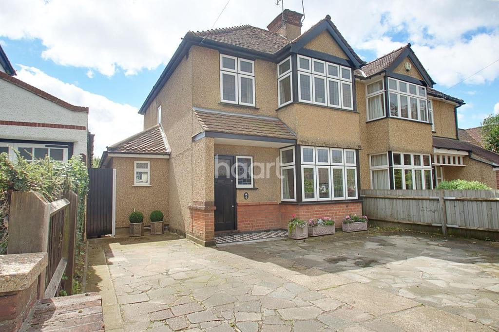 3 Bedrooms Semi Detached House for sale in Gallows Hill Lane, Abbots Langley, WD5