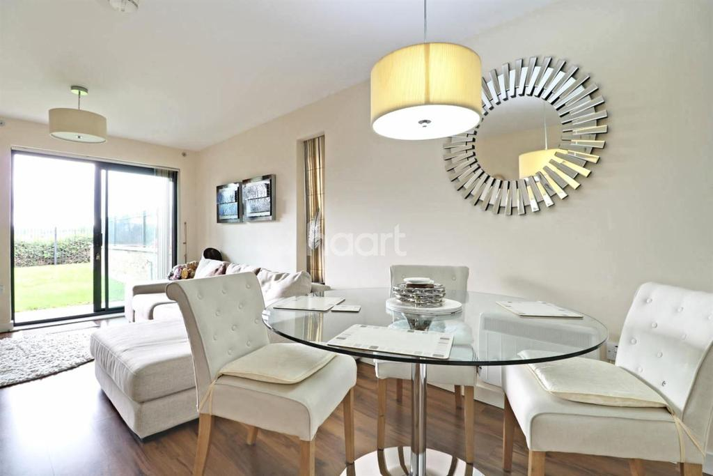 2 Bedrooms Flat for sale in Oak Tree Court, Broadfields, HA2
