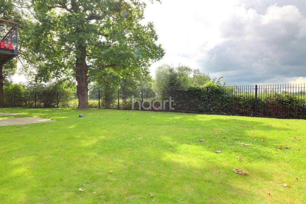 2 Bedrooms Flat for sale in Oak Tree Court, Broadfields, HA2