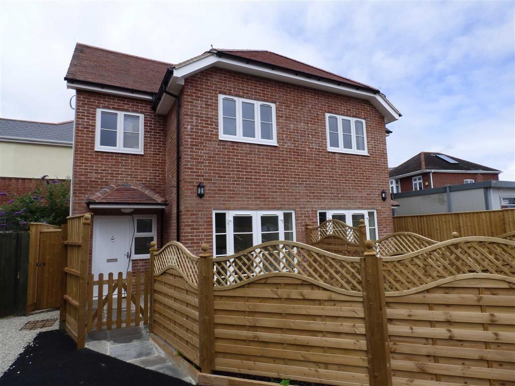 2 Bedrooms House for rent in Wimborne Road, Moordown, Bournemouth, Dorset