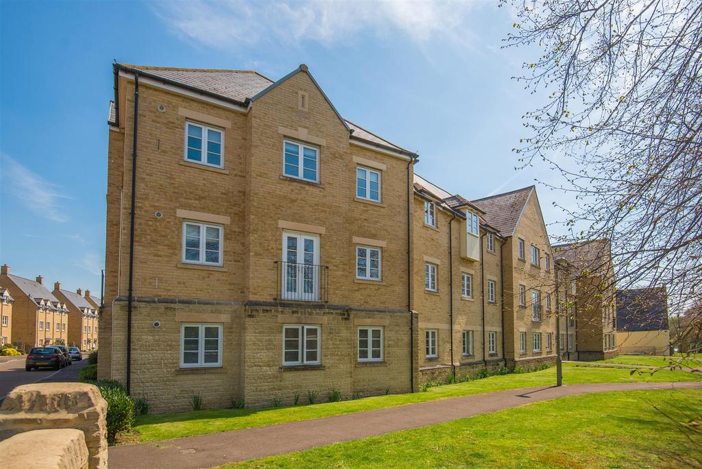 2 Bedrooms Duplex Flat for sale in Wilkinson Place, Witney