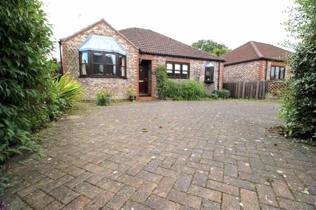2 Bedrooms Detached Bungalow for sale in York Road, Little Driffield, East Yorkshire