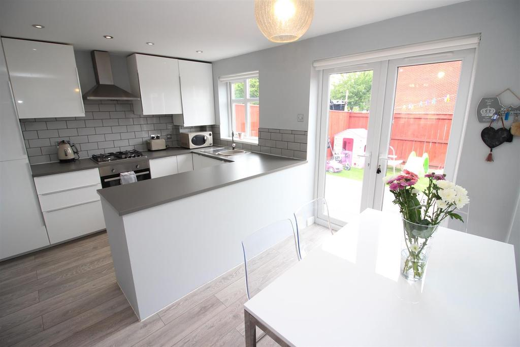 3 Bedrooms Terraced House for sale in Windsor Walk, Kingston Park, Newcastle Upon Tyne