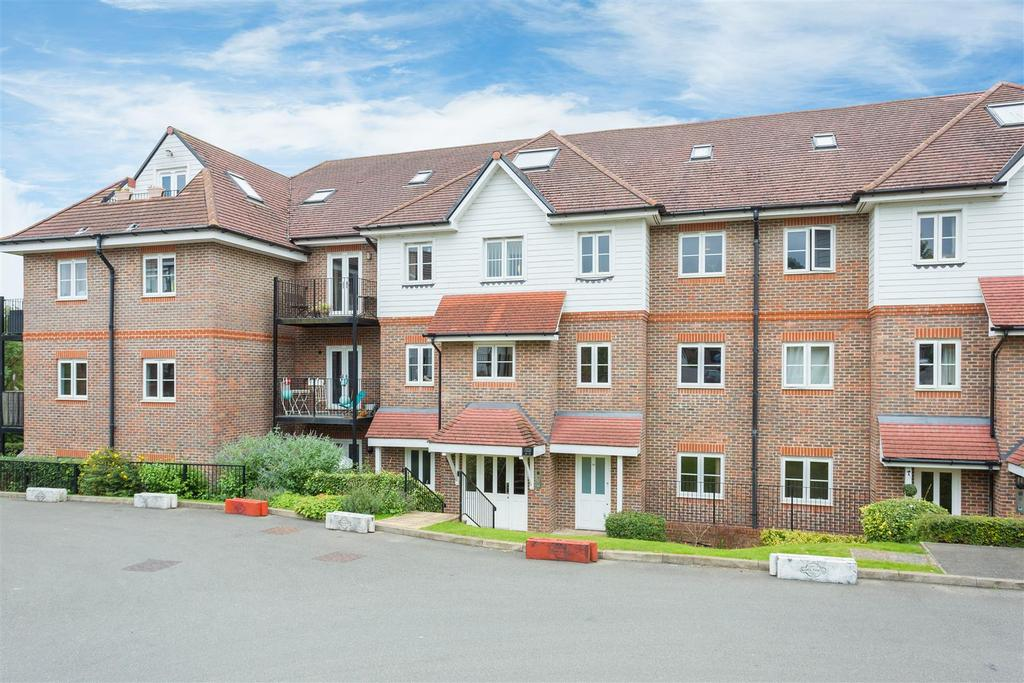 2 Bedrooms Flat for sale in Freer Crescent, High Wycombe