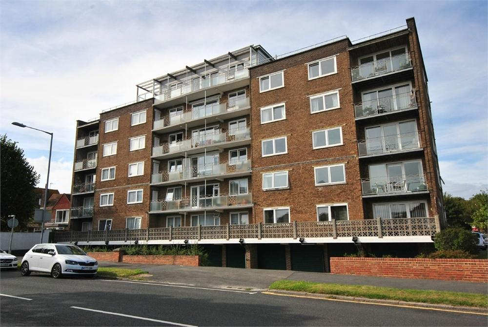 1 Bedroom Flat for sale in Stokes House, Sutherland Avenue, BEXHILL-ON-SEA, East Sussex