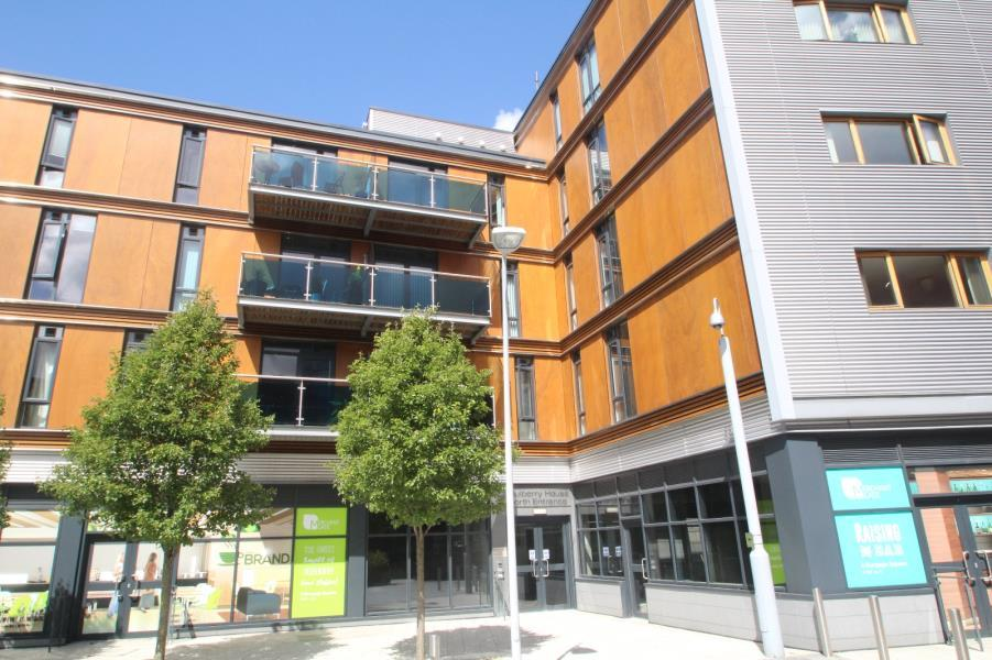 2 Bedrooms Flat for sale in MULBERRY HOUSE, BURGAGE SQUARE, CENTRAL WAKEFIELD, WF1 2SE