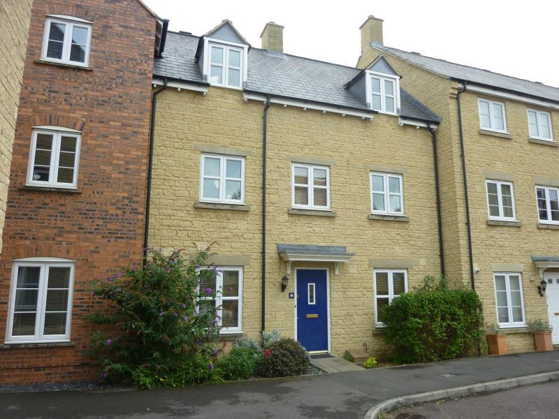 4 Bedrooms Terraced House for sale in Cherry Tree Way, Carterton, Oxon