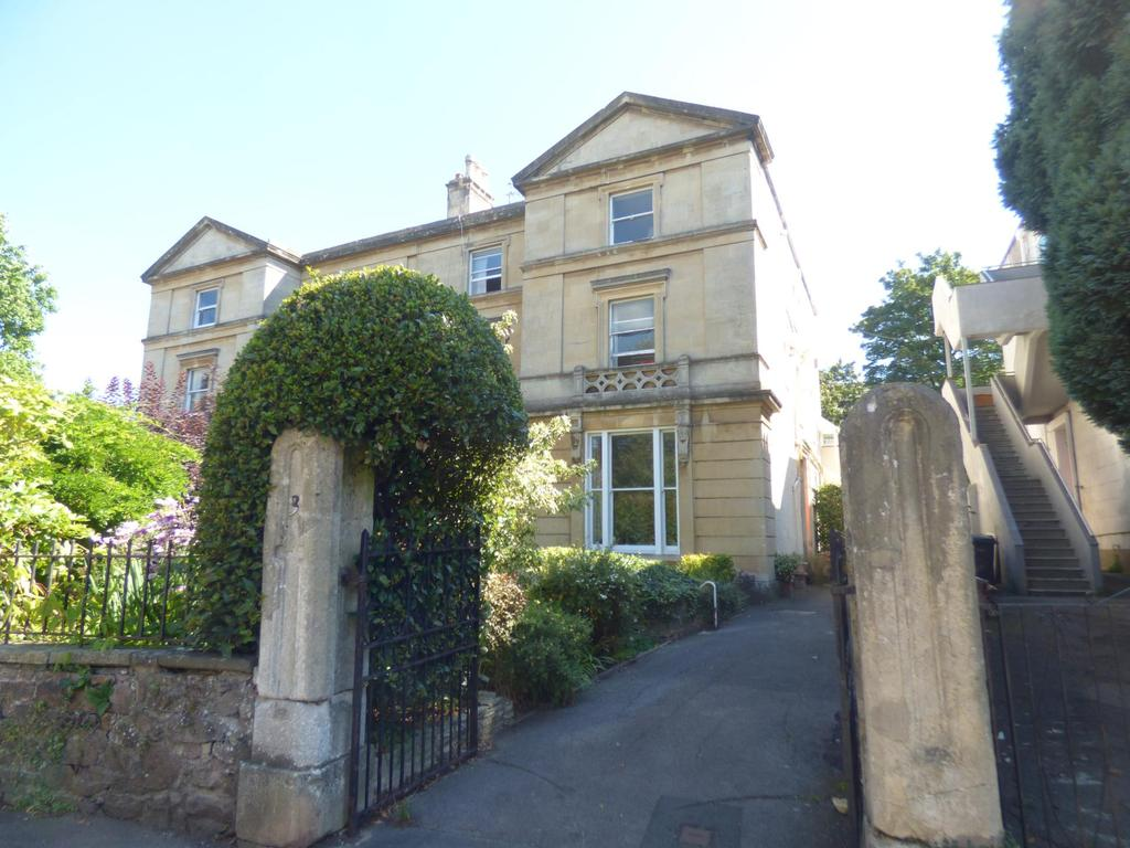 2 Bedrooms Flat for rent in Richmond Park Road, Clifton, BS8