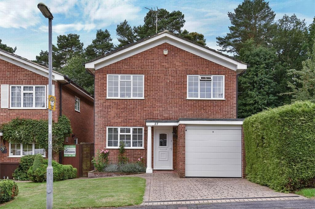 4 Bedrooms Detached House for sale in Blackwater, Hampshire