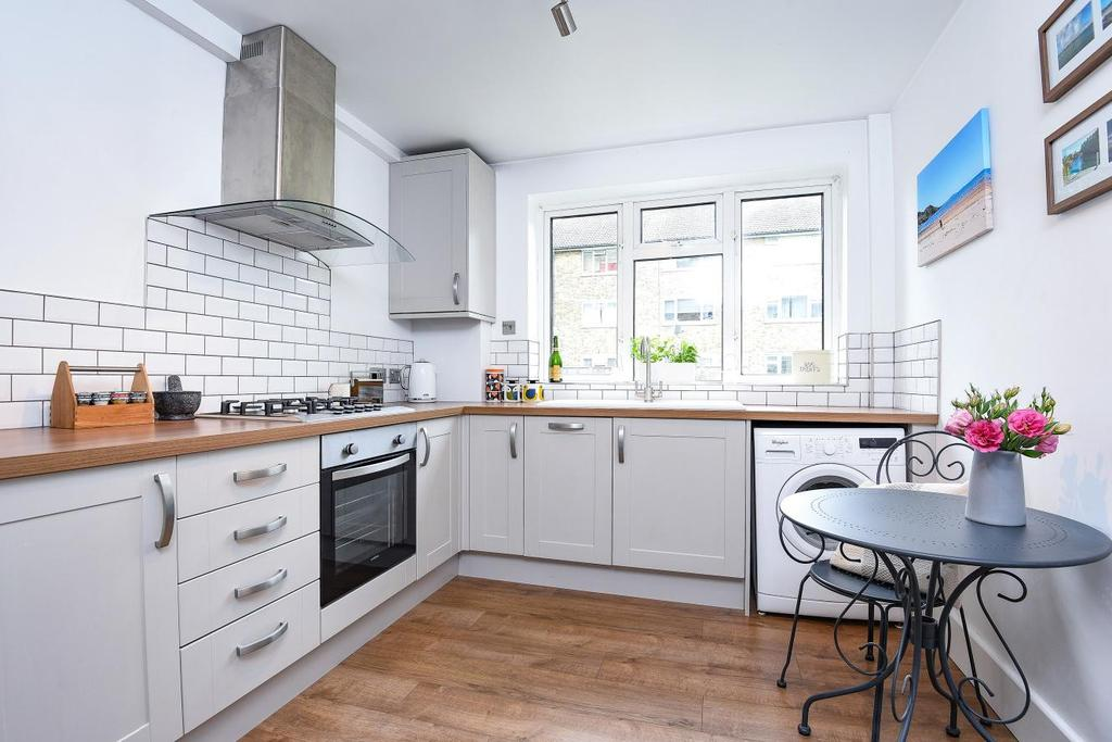 2 Bedrooms Flat for sale in Rathmell Drive, Clapham