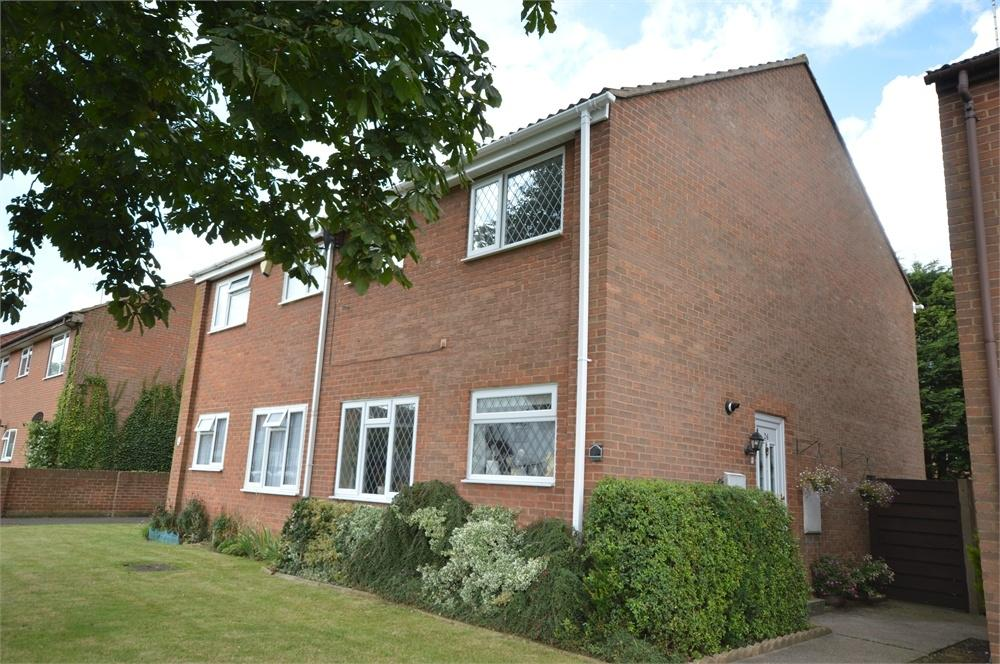 3 Bedrooms Detached House for sale in Fawkham Road, Longfield