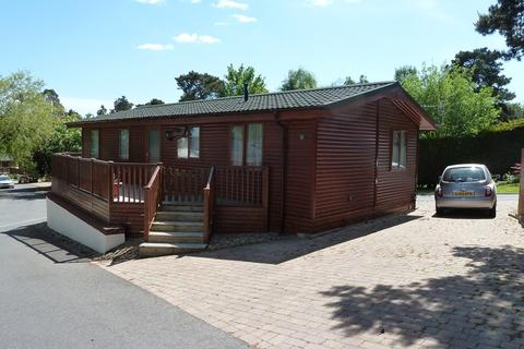 2 bedroom lodge for sale - Matchams Lane, Hurn, Christchurch