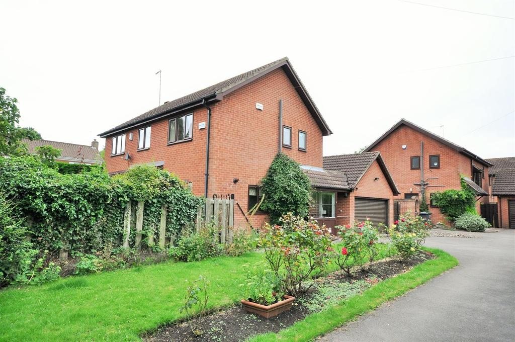 4 Bedrooms Detached House for sale in Bateson Close, Heslington, York, YO10 5EY