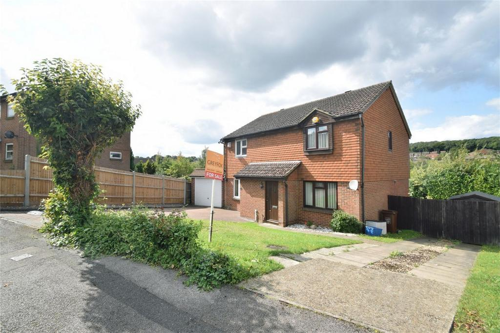 3 Bedrooms Semi Detached House for sale in Winchelsea Road, Walderslade, Kent