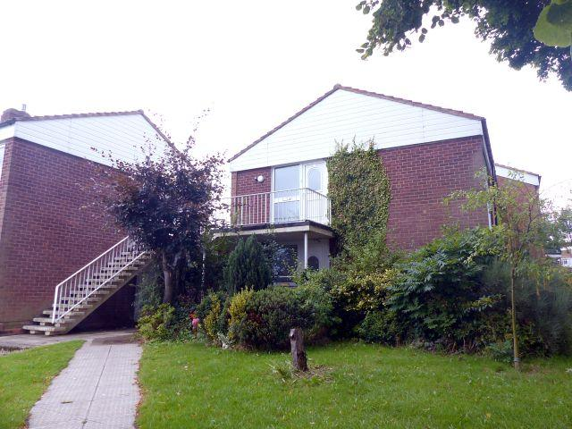 2 Bedrooms Maisonette Flat for sale in Broadfield Close,West Bromwich,West Midlands