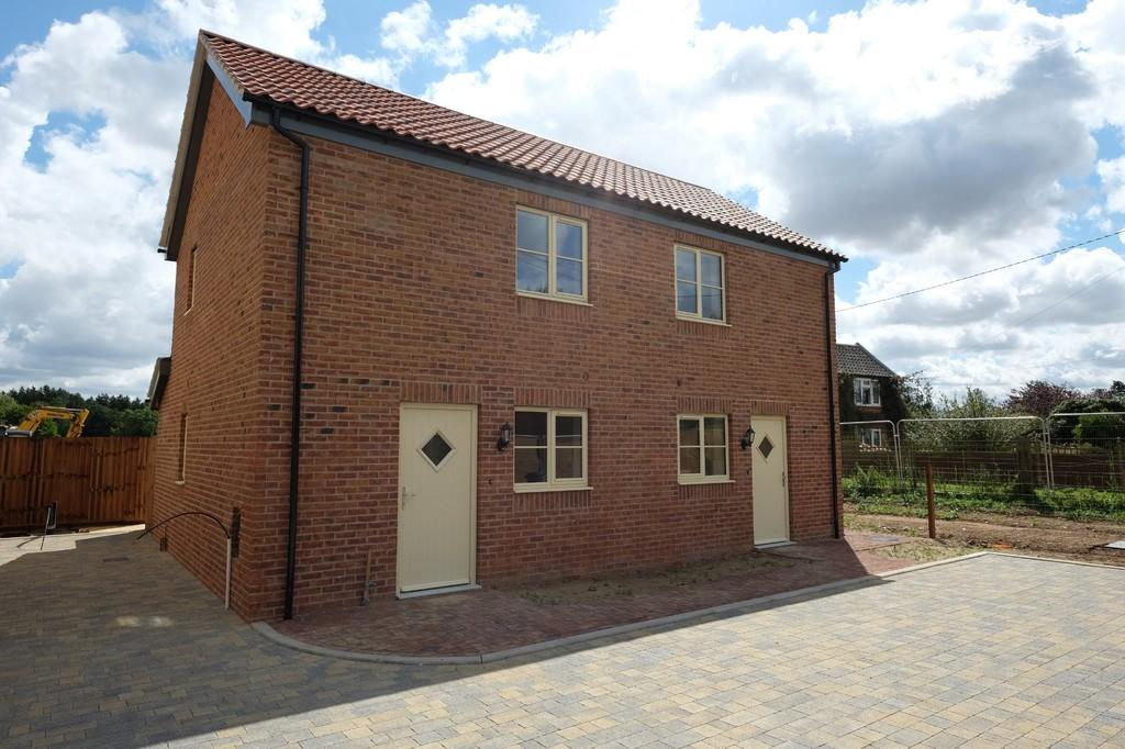 1 Bedroom Semi Detached House for sale in Cookes Road, Bergh Apton, Norwich