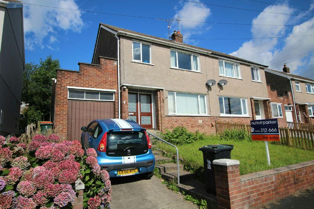 3 Bedrooms Semi Detached House for sale in Penylan Close, Bassaleg, Newport