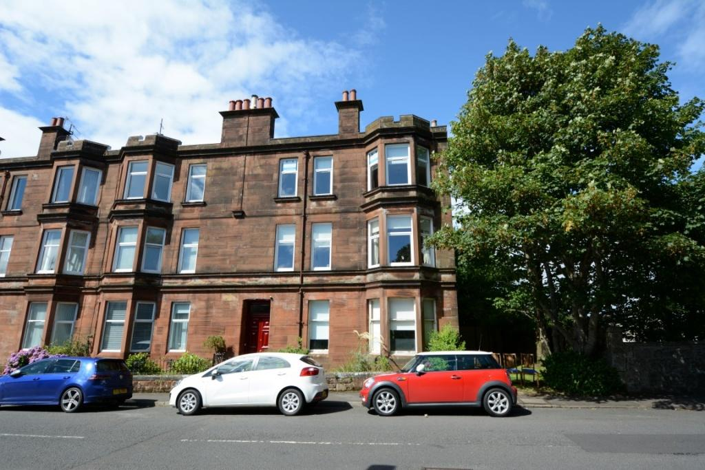 2 Bedrooms Flat for sale in 2R, 13 Charles Street, Largs, KA30 8HJ