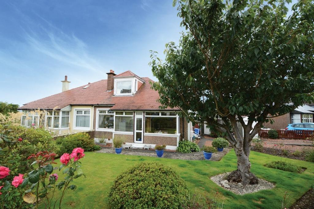 3 Bedrooms Semi Detached House for sale in 3 Haylie Gardens, Largs, KA30 8EN