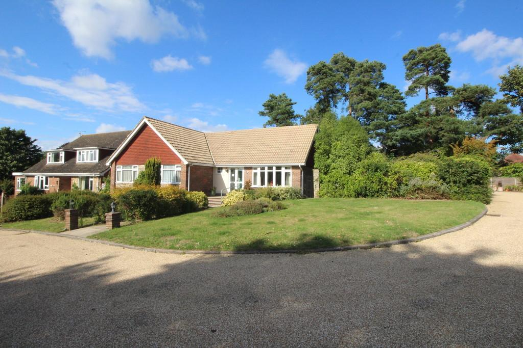 3 Bedrooms Detached Bungalow for sale in Link Hill, Storrington