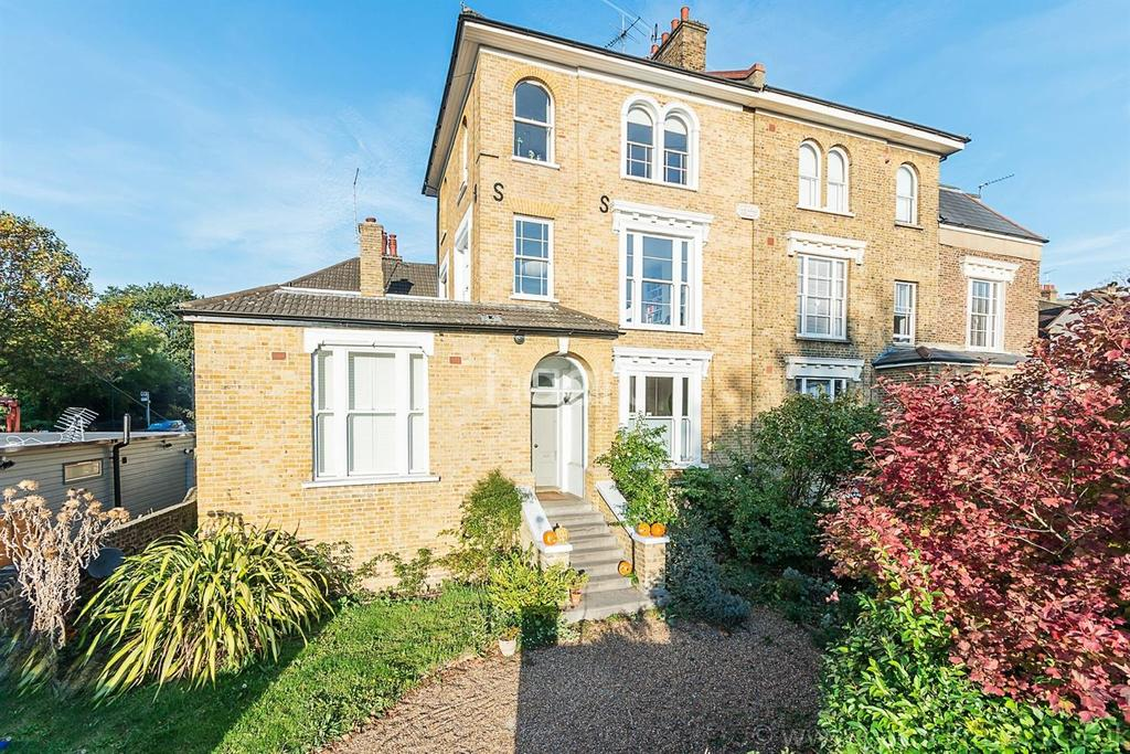 2 Bedrooms Flat for sale in Forest Hill Road, London, SE23