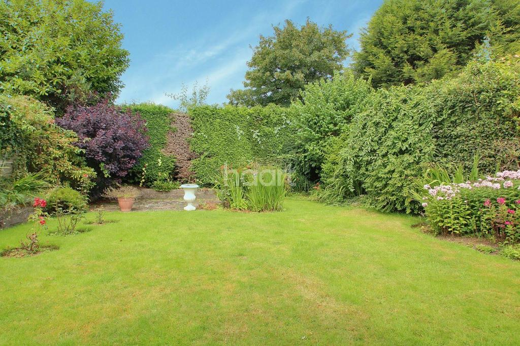 4 Bedrooms Semi Detached House for sale in Long Mynd Road, Northfield