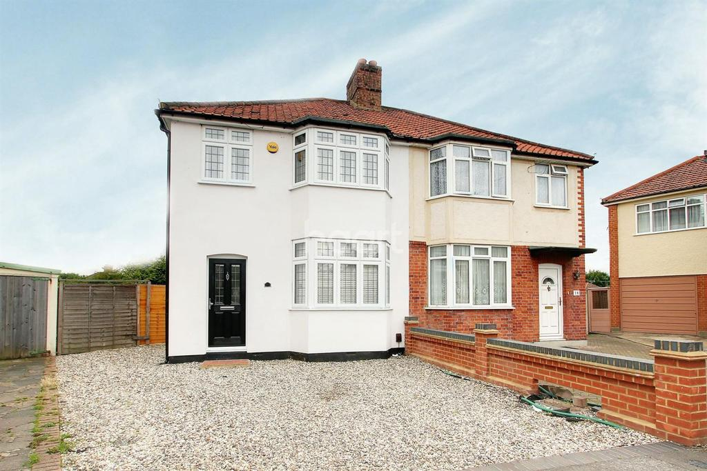3 Bedrooms Semi Detached House for sale in Wren Gardens, Hornchurch