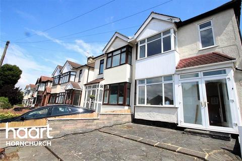 4 bedroom terraced house to rent - Vicarage Road - RM12