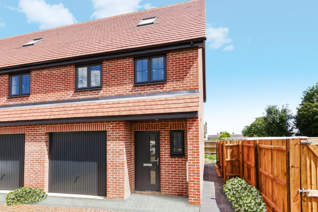 3 Bedrooms Town House for sale in Cauldwell Hall Road, Ipswich