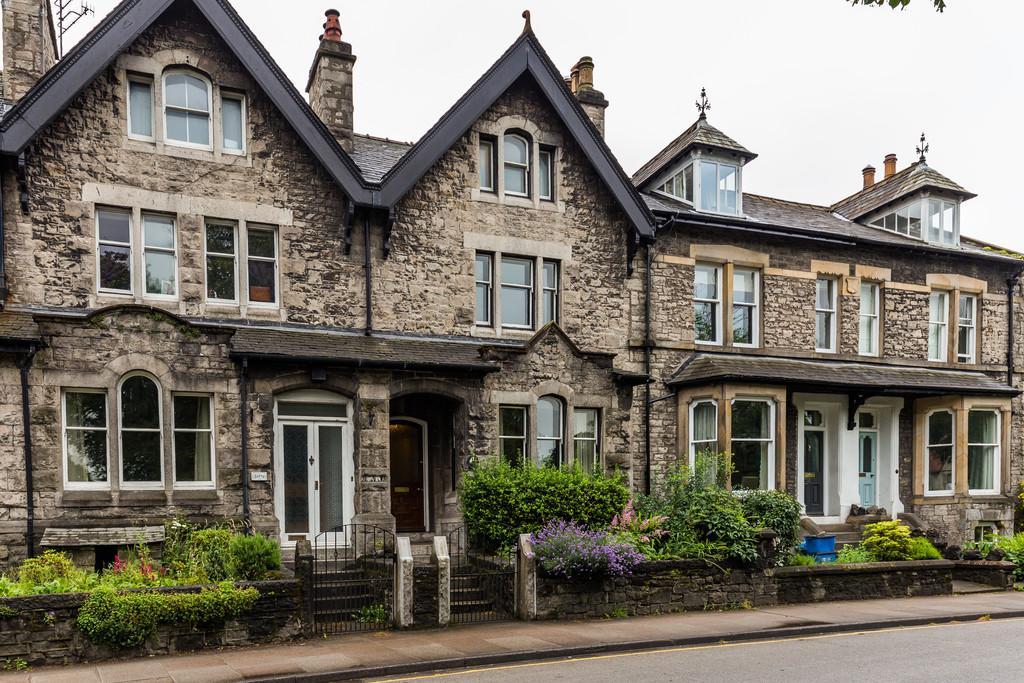 4 Bedrooms Terraced House for sale in 41 Aynam Road, Kendal, Cumbria, LA9 7DW